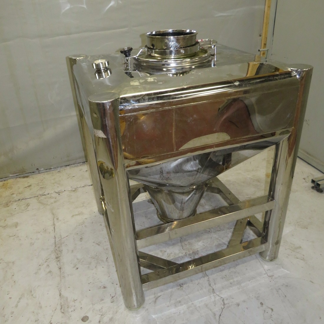 R11CB182 Stainless steel container BSIPM - Type NGV445L - 455 liters