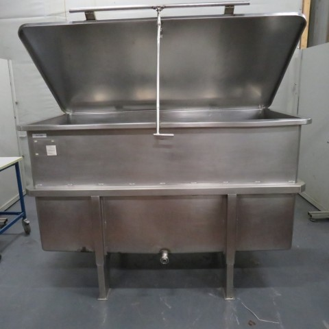 R11DB22695 Stainless steel storage tank- 1800 liters