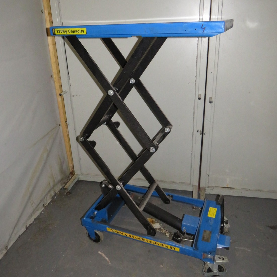 R4A788 ADUANCED manual lift table - 125 Kg - Plate 500X980mm