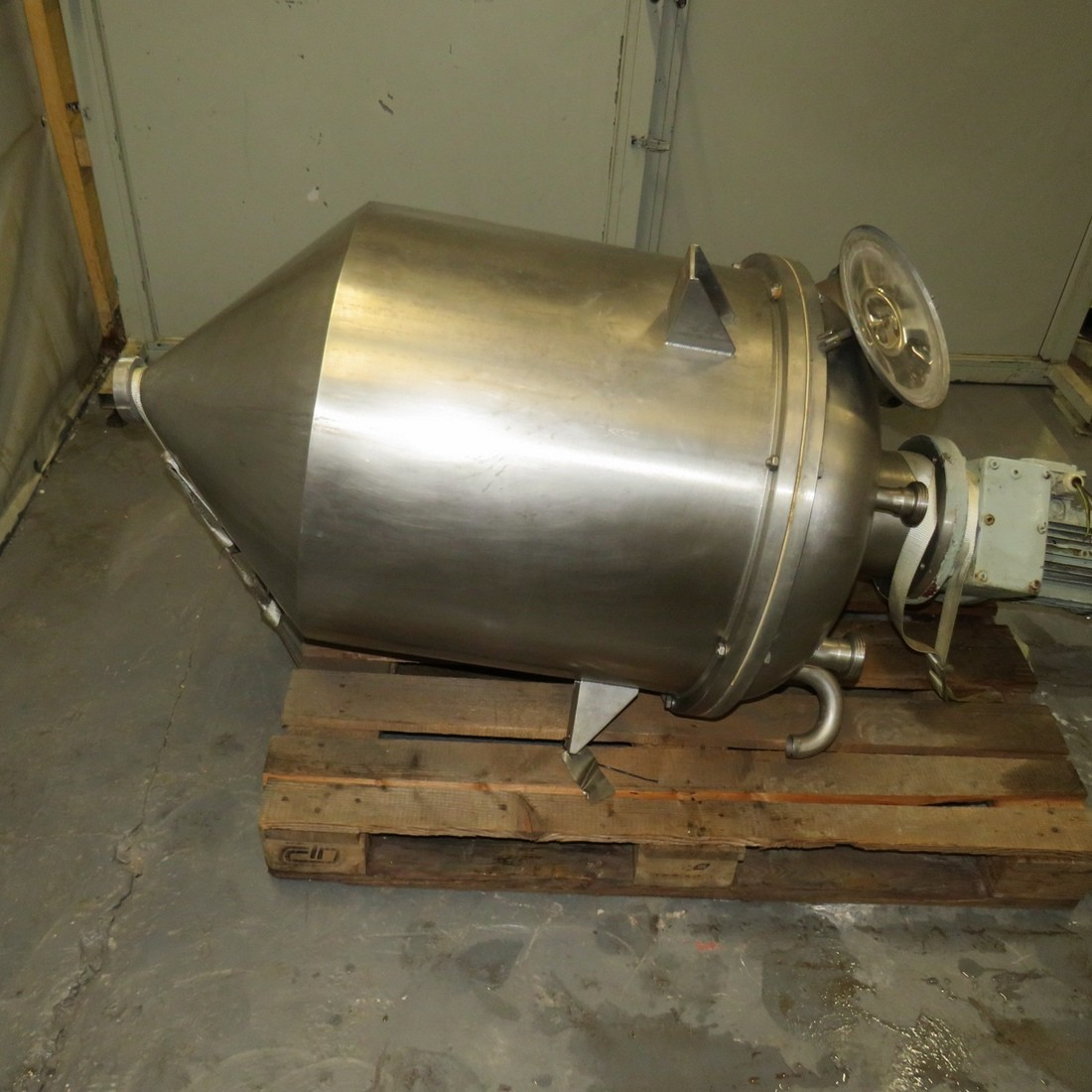 R6MA6173 Stainless steel mixing tank - 180 liters