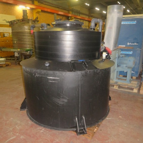 R11DC1007 PEHD storage tank with retention - 1500 liters