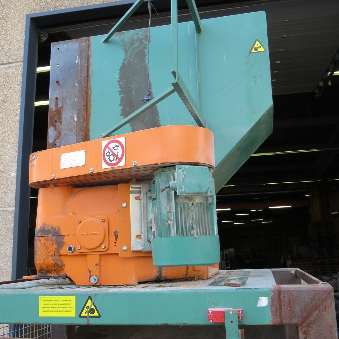 R6BK791 SATRIND Crusher - F410/480 Type - Hp10