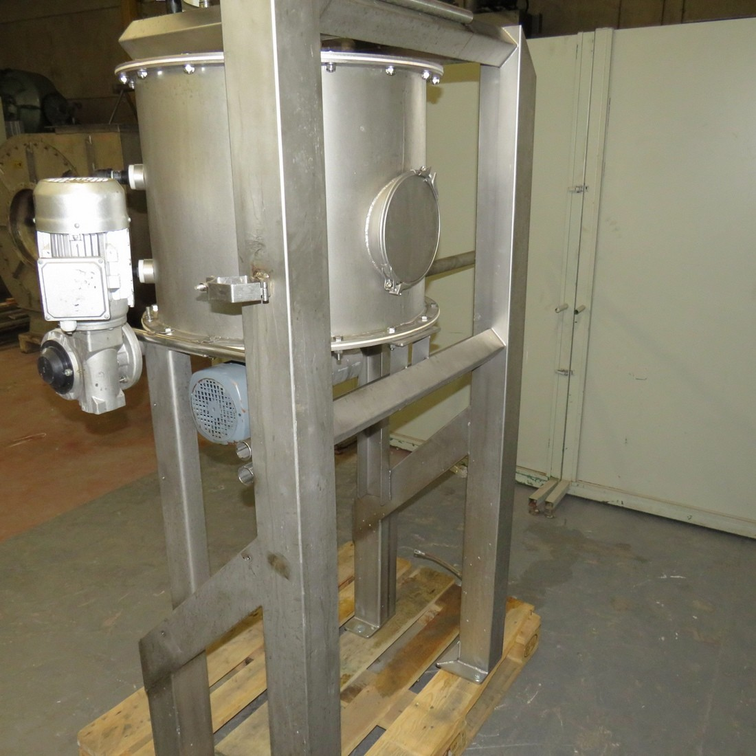 R15A1077 Skid with vibrating sieve Ø400mm / Stainless steel screw feeder