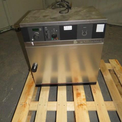 R1L1153 Etuve électrique MEMMERT - Type B200