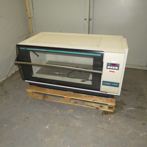 R1L1154 SHAKER Incubator - INNOVA 4430 Type