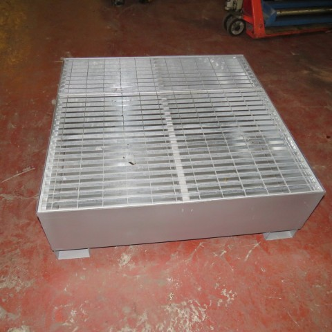 R15A990 retention container