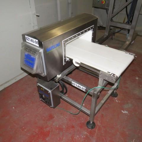 R4FB1153 SAFELINE conveyor with metal detector