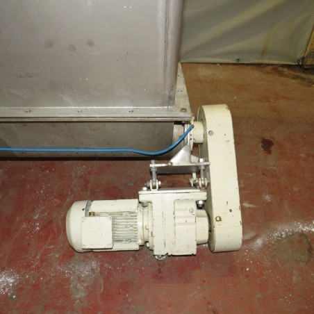 R11TB883 hopper and screw