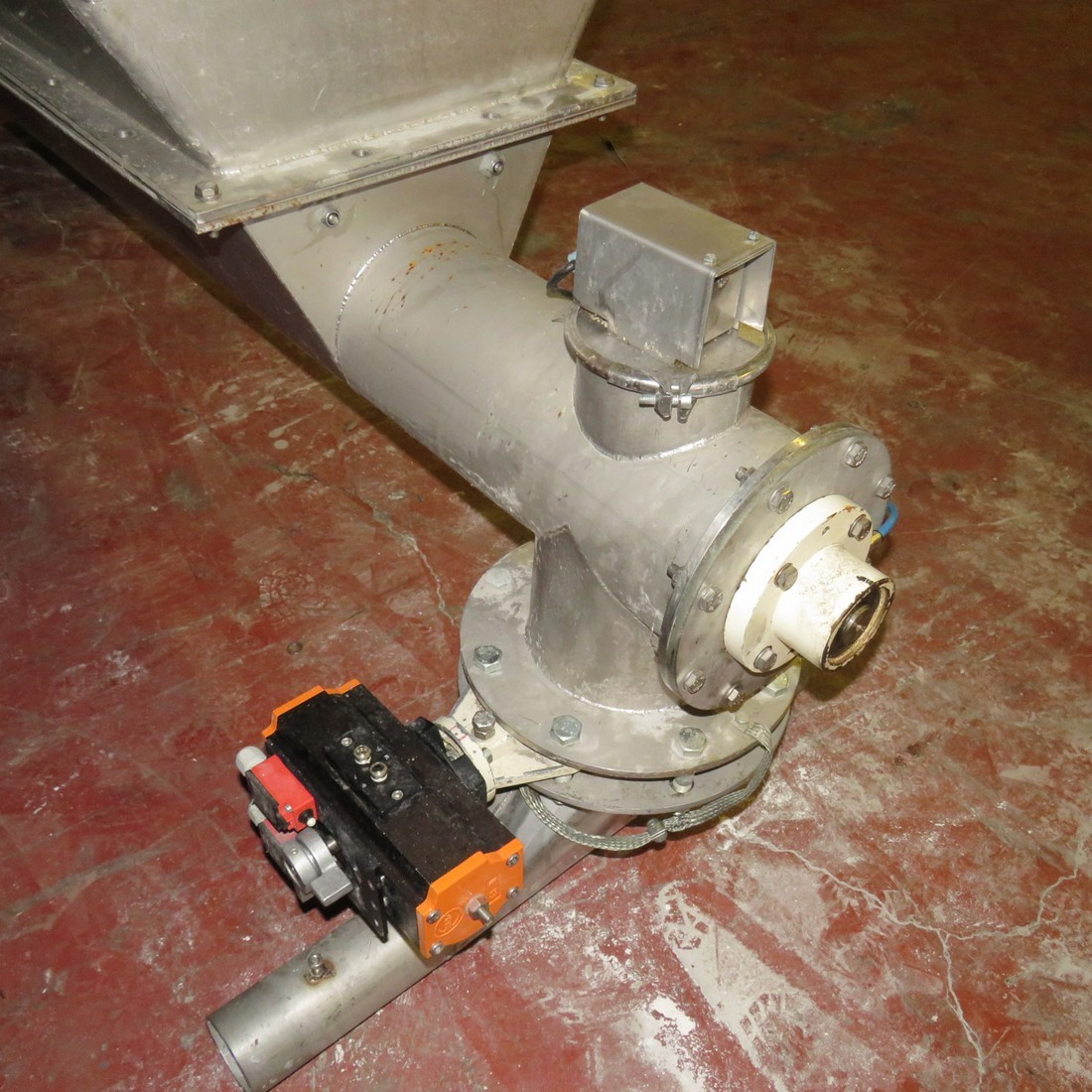R11TB884 hopper and screw