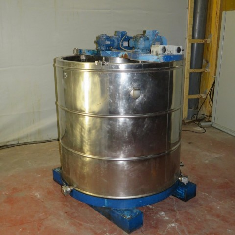 R6MA6104 agitated melter