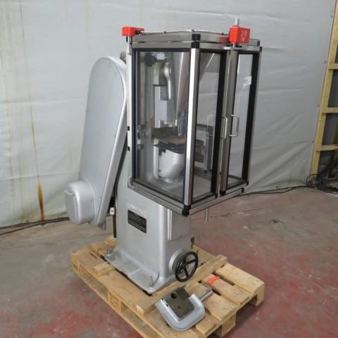 R15A1012 presse MANESTY