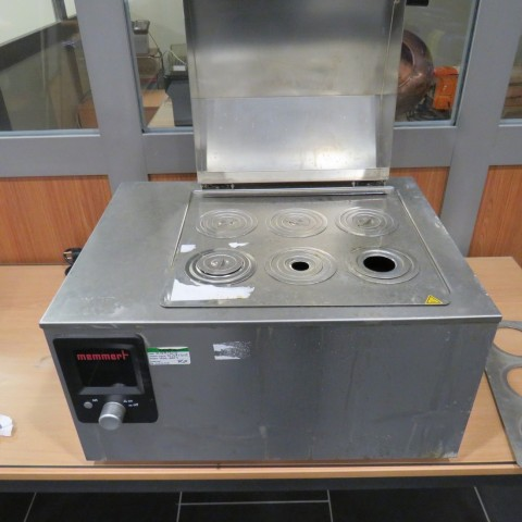 R1Z746 MEMMERT Heating bath