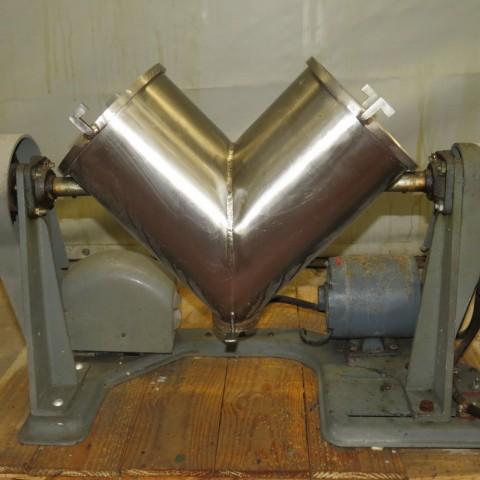 R6MC983 Mélangeur en v inox 10 litres