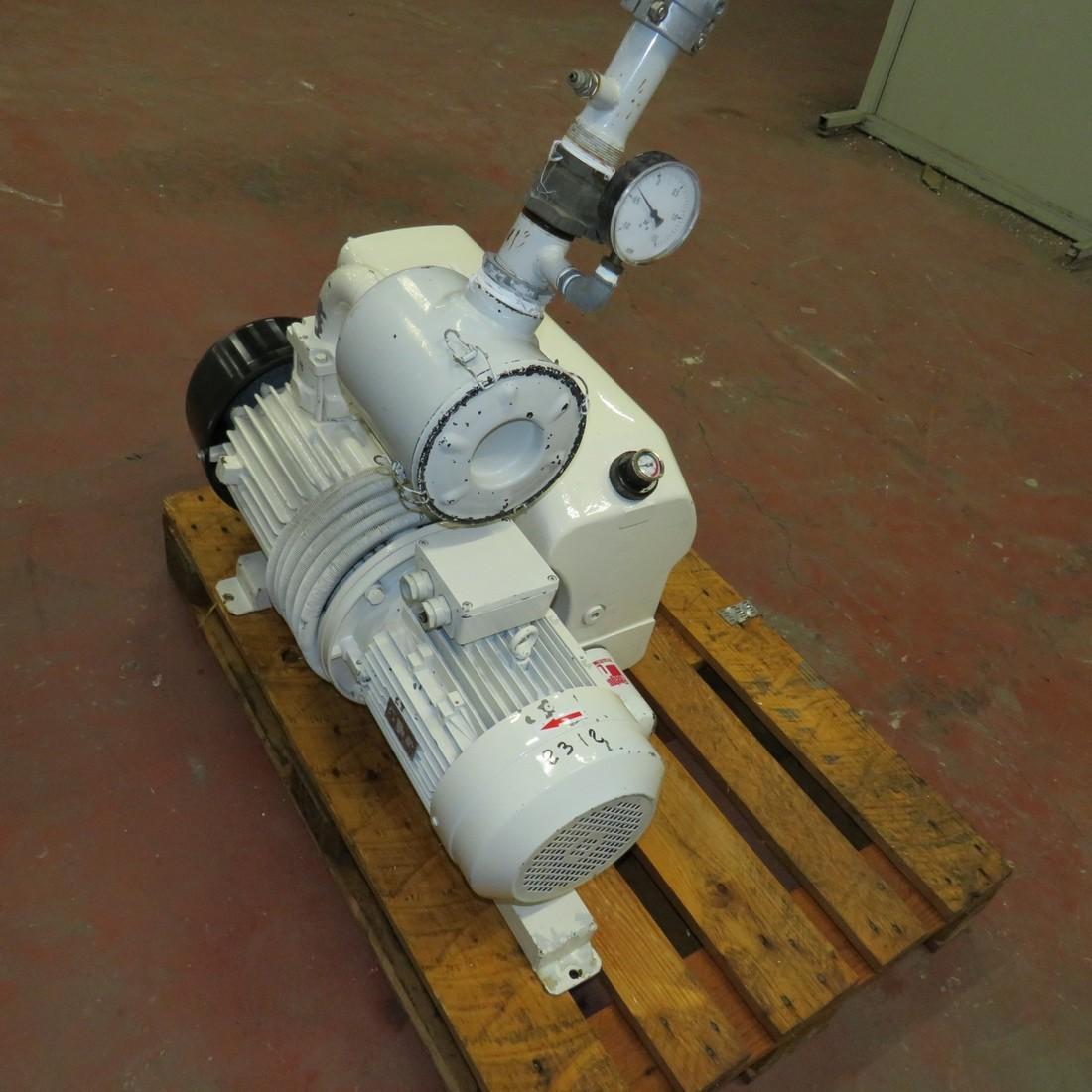 R10J801  Pompe à vide acier AZO type 250-138 - 5.5 kw