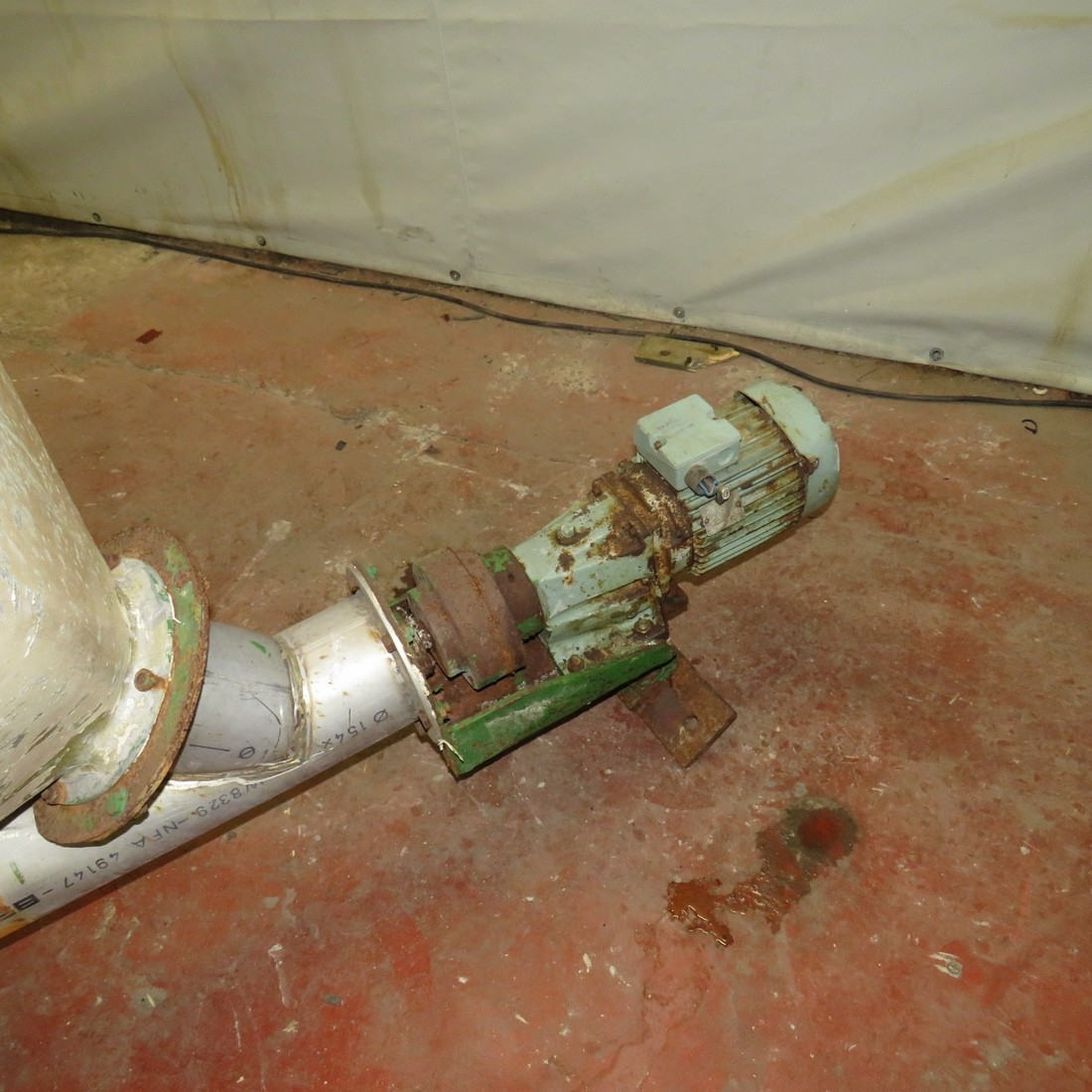 R4S1074  Stainless steel screw under tube 3900 mm