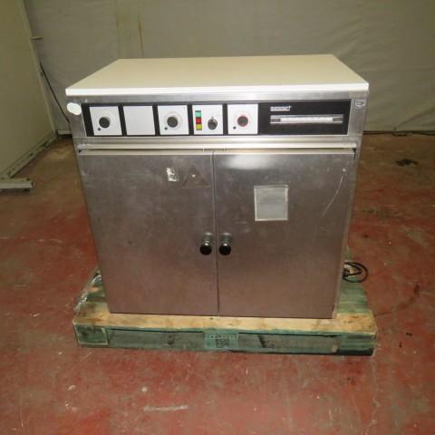 R1L1138 Etuve électrique MEMMERT type B50 - inox 200 litres - 1600 W