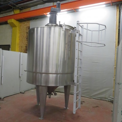 R6MA6124  Stainless steel mixing tank 2500 litres