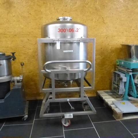 R11DB22589  Stainless steel vessel 350 litres double jacket on mobile frame