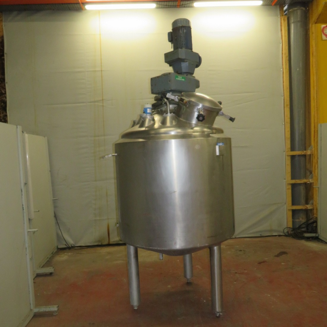R6MA6131  Stainless steel APPARATE UND BEHALTER mixing tank 985 litres double jacket