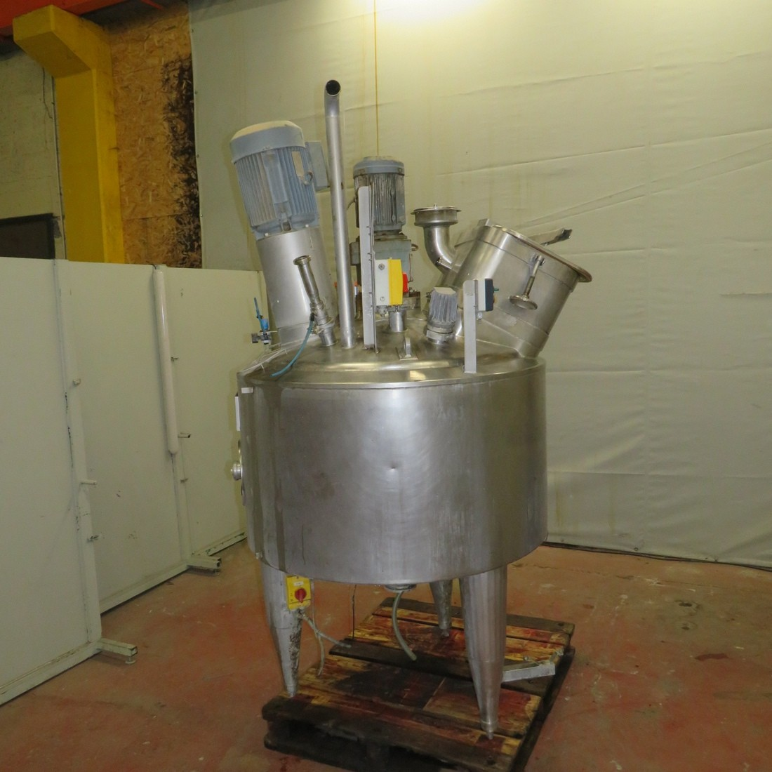 R6MA6132  Stainless steel GOAVEC mixing tank 450 litres double jacket