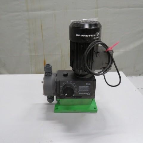 R10N760  Pompe doseuse GRUNDFOS PVC type DMX 14-10