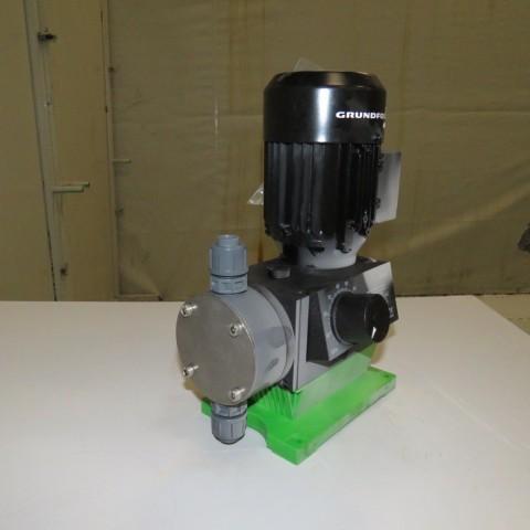 R10N762  Pompe doseuse GRUNDFOS type DMX 50-10