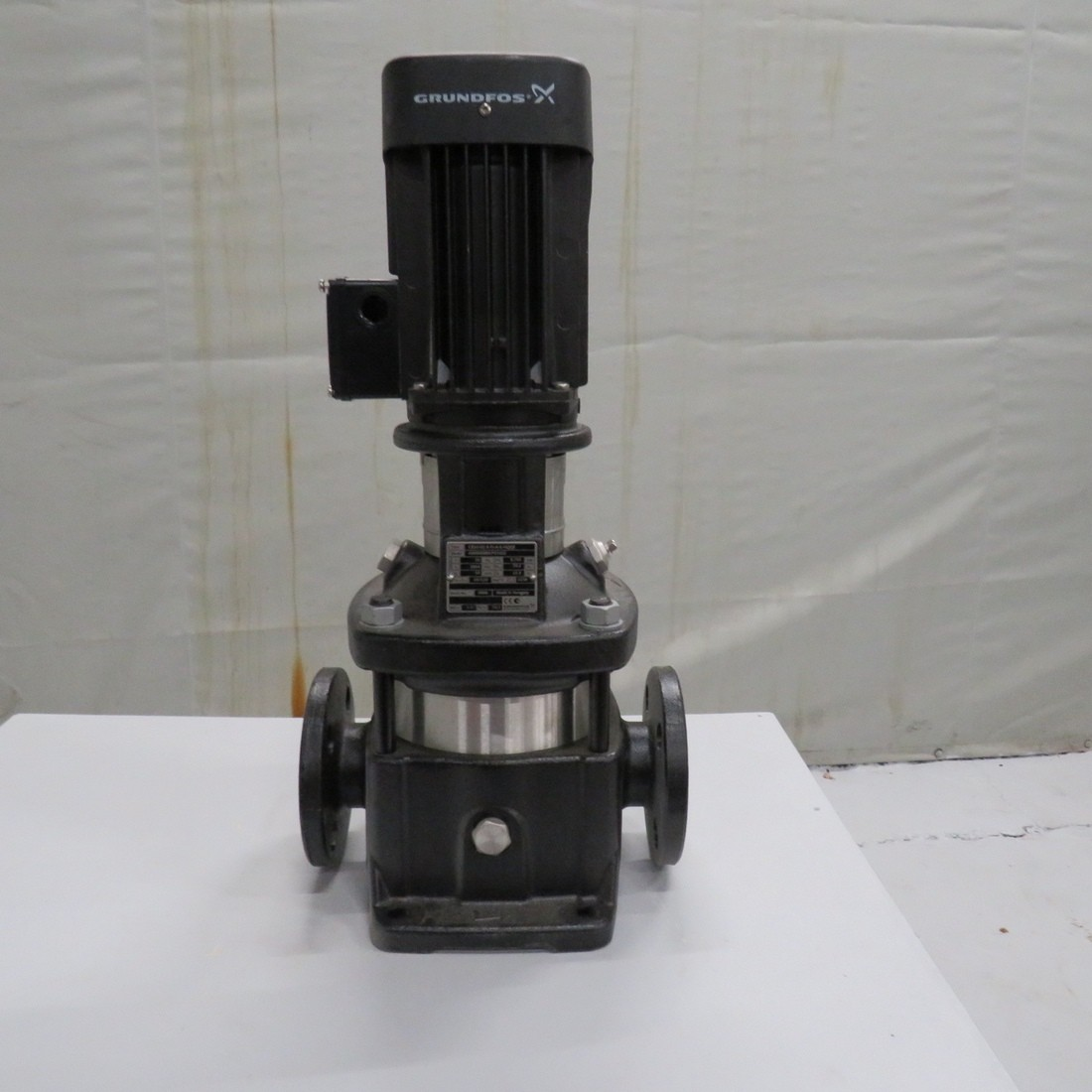 R10A1097  Vertical GRUNDFOS centrifugal pump type CR10-02