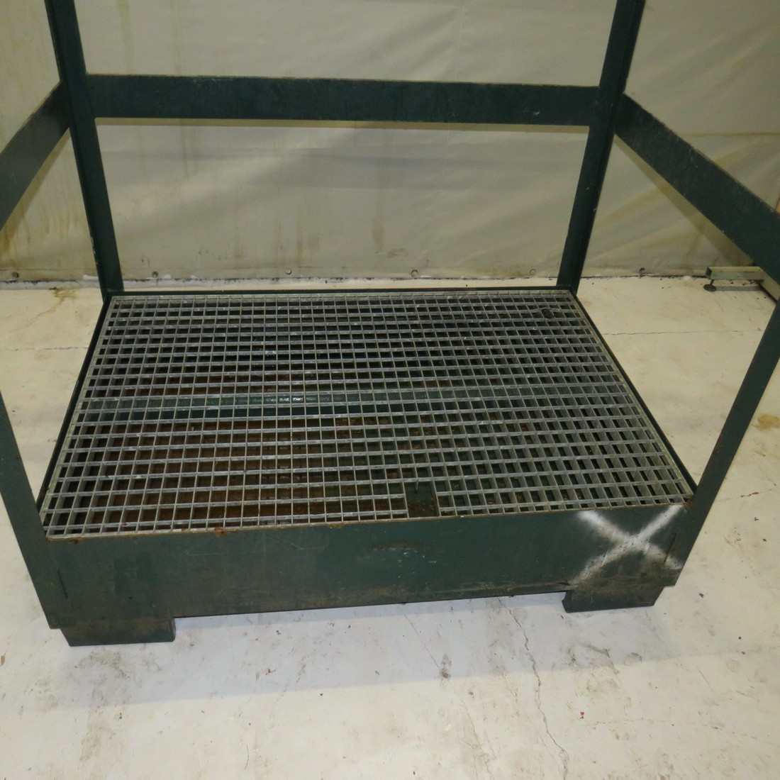R11DA832 steel retention tank
