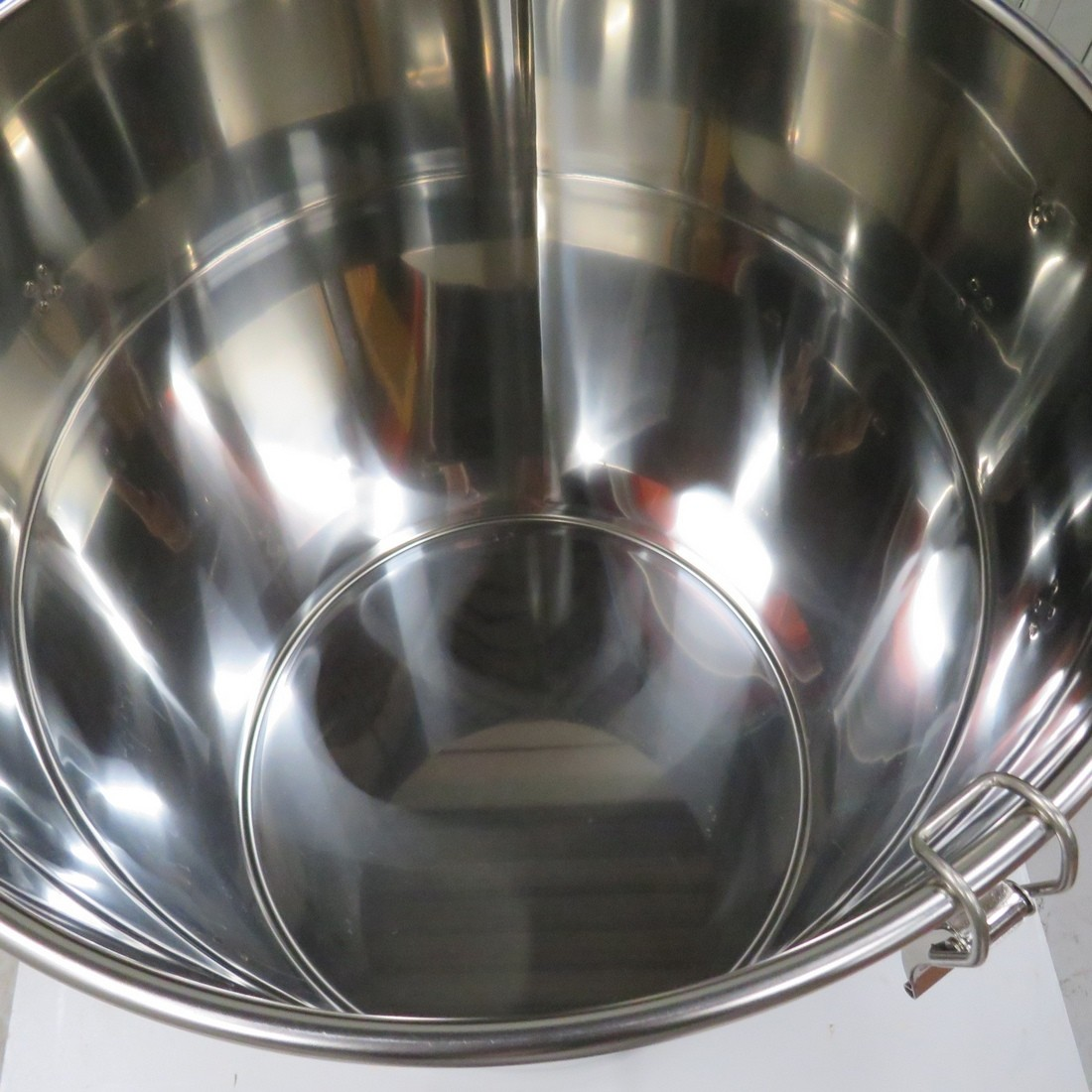 R11DB22671 Stainless steel vessel 100 litres