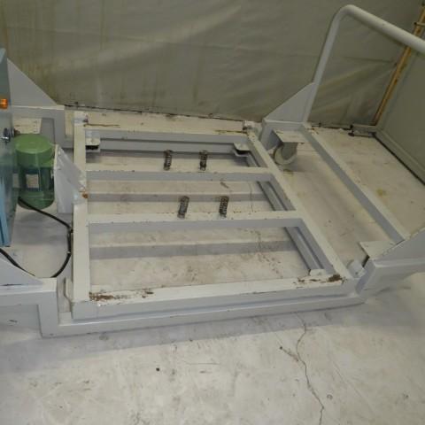 R15A1045 SONECO vibrating trolley 1330 x 1130 mm