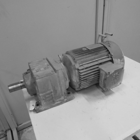 R12MC726 Motoréducteur SEW type R57DV112- 4 kw - 152 t/min